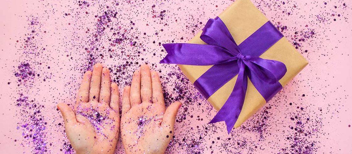 5e721d5dd99888cc4317597e_pink-background-glittery-hands